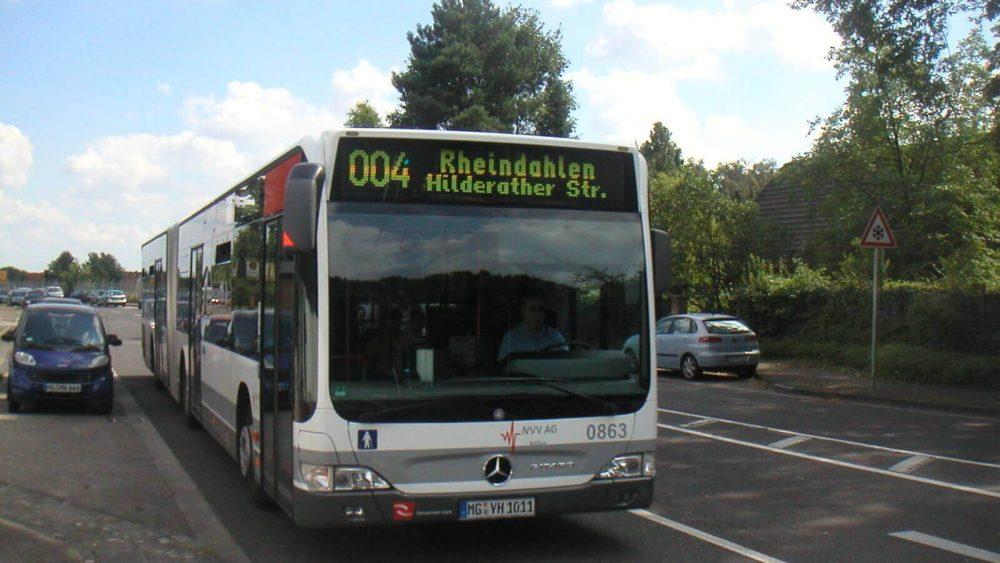 Citaro 0863 durchfährt auf dem Weg nach Rheindahlen die Kranichstraße (Foto: HR)