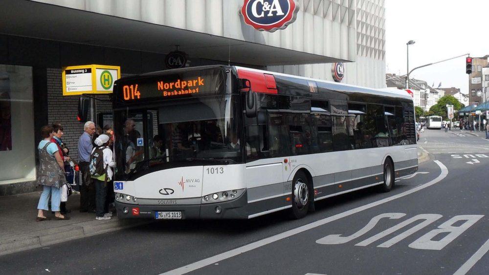 """Der Bus und die Linie waren noch neu, als dieses Foto vom Solaris Urbino 12 """"1013"""" entstand (Foto: HR)"""