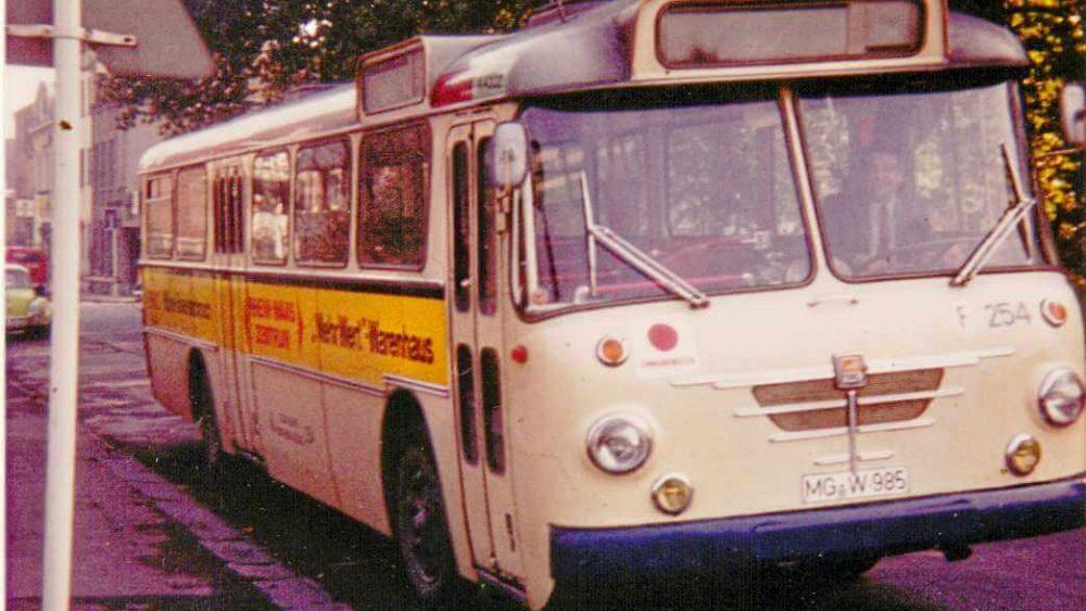 Wagen 254, Büssing Senator 13 R der Stadtwerke Mönchengladbach 1974/75 am Buscherplatz (Foto: HR)